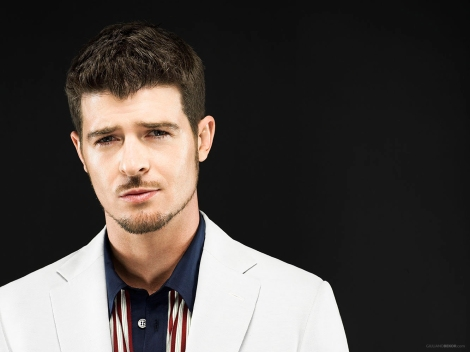 robin-thicke-gives-speech-during-performance-i-want-my-girl-back