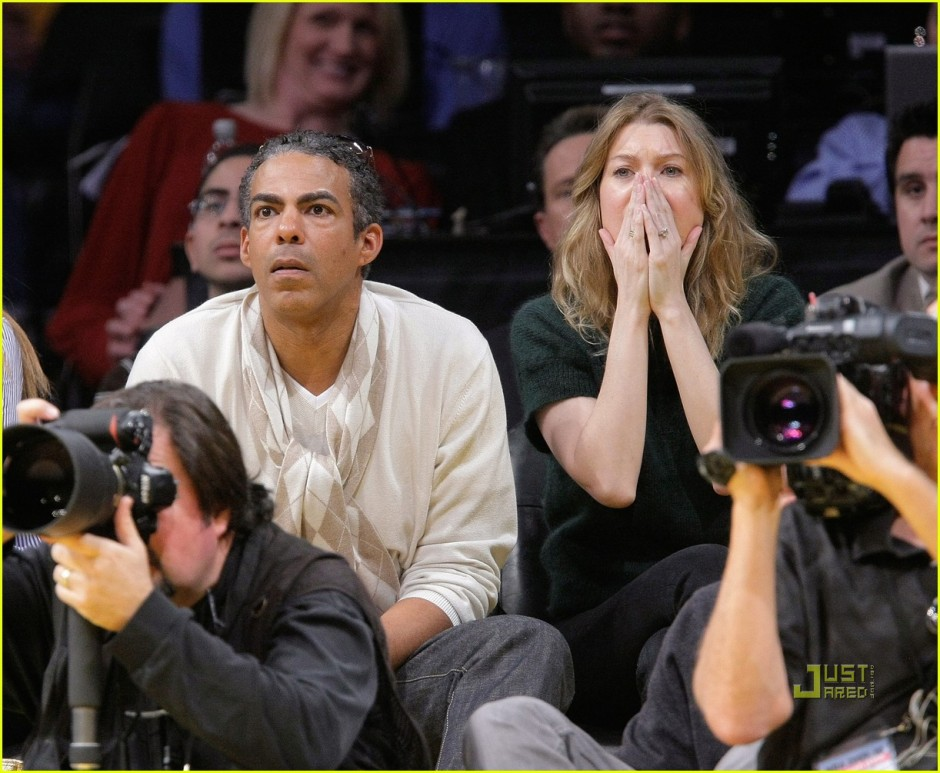 ellen-pompeo-christmas-lakers-04