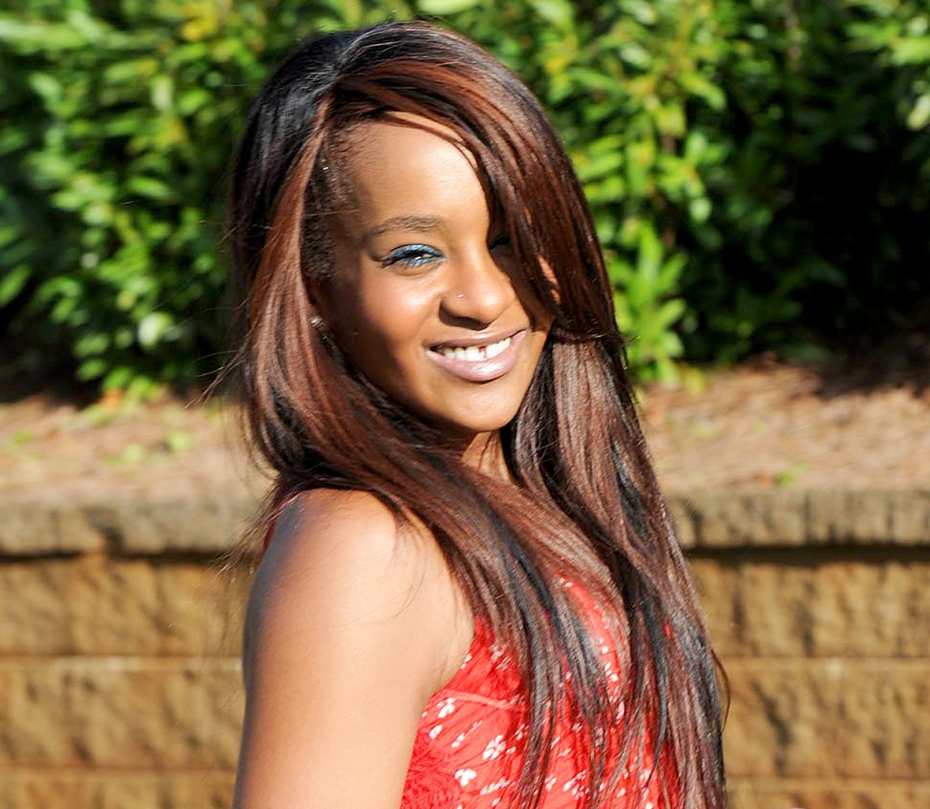 1423499689_spl691808_008_bobbi-kristina-brown-zoom