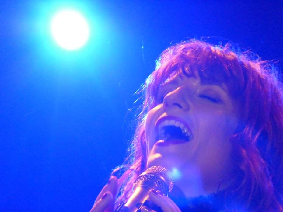 Florence_+_the_Machine_performing_at_Terminal_5,_New_York,_1.11.10